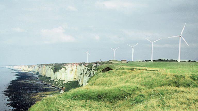 Landschaft Meer Wiese Windraeder Windindustrie