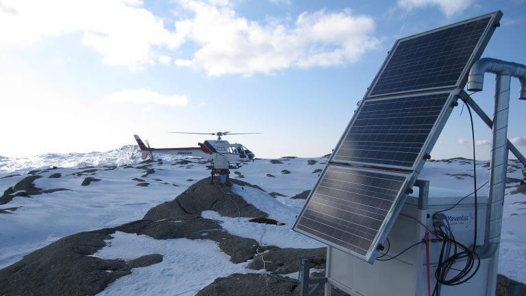 Landschaft Berge Eis Schnee Hubschauber Solarmodul